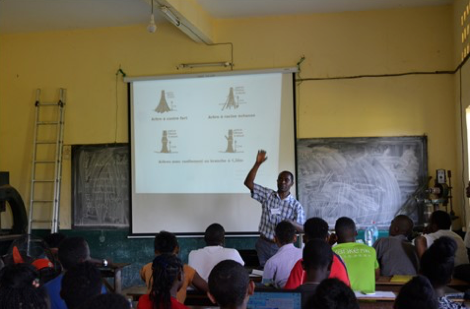 Image of professor teaching a forest ecology class in Madagascar