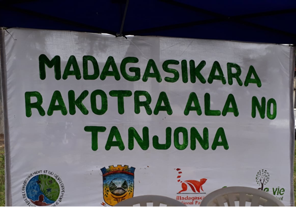 Sign in Malagasy