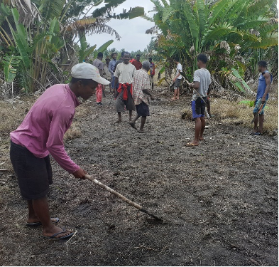 Malagasy community members create a clearing a patch of land